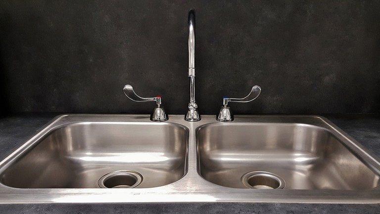 Как да разглобите и почиствате сифона на мивката