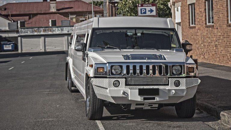 Лимузини на изгодни цени – потопете се в лукс!